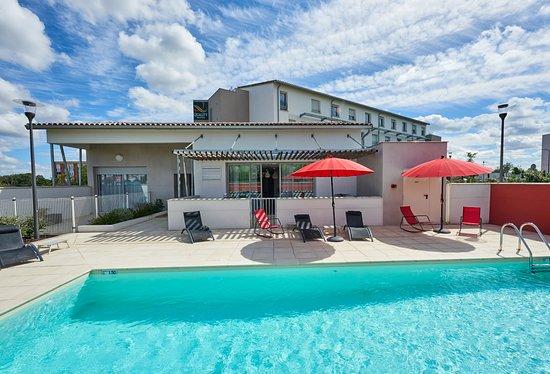 Quality suites toulouse blagnac hotel cornebarrieu for Piscine cornebarrieu