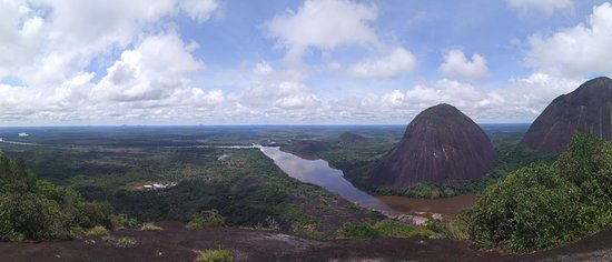 Inirida, Kolumbien: Disfrutar de las vistas de los cerros y la selva