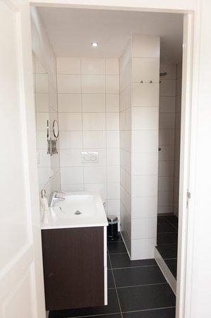Zevenbergen, Países Bajos: eigen sanitair op de kamers met regendouche