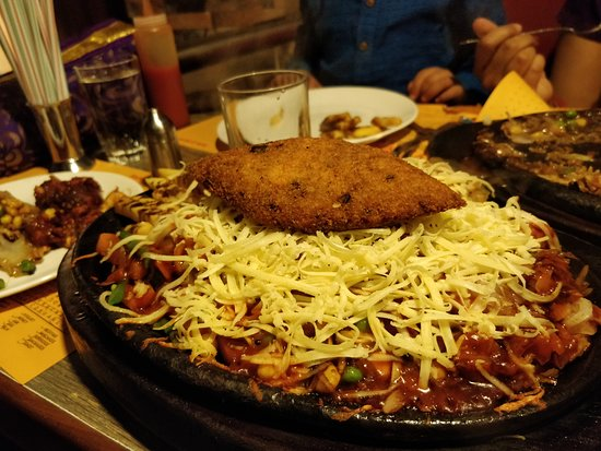 Yana Sizzlers & Wok: Vegetable cutlet with cheese and Italiano Sauce