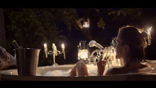 Lake Kariba, Zimbabwe: Romantic Outdoor bathtub setup