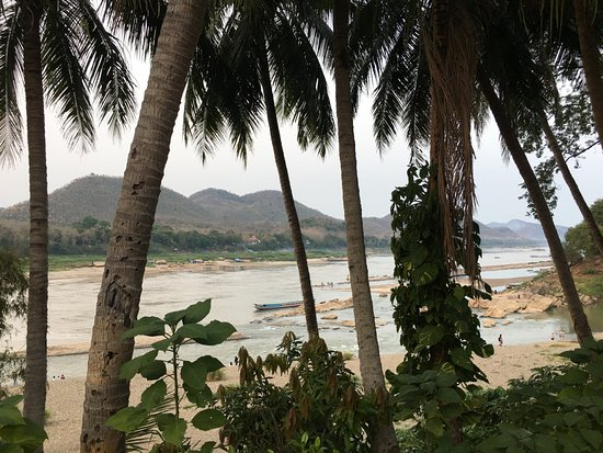 Mekong Riverview Hotel: View from in front of hotel of the two rivers.