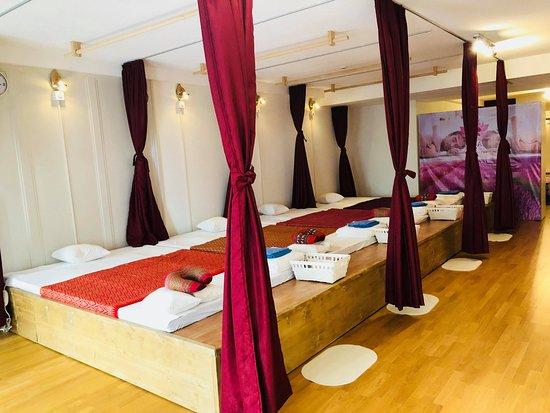 Canton of Bern, سويسرا: 4 Massageplätze für Thaimassage und Ölmassage