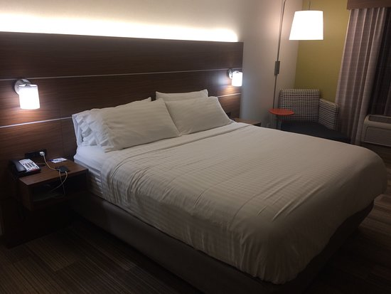 Bellevue, KY: Comfy room with free wifi, breakfast and parking