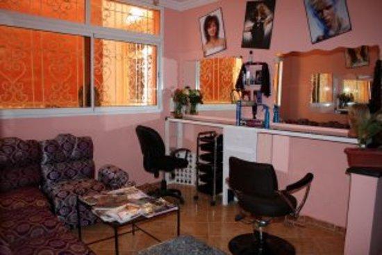 Salon de coiffure - Bild von Targanteimourane, Tamraght ...