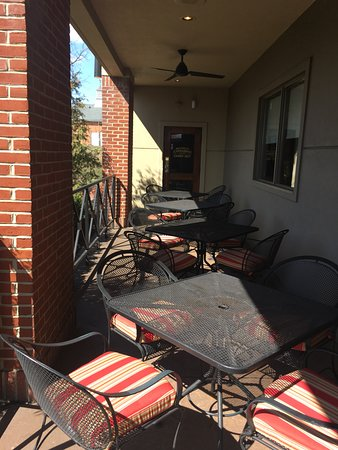 Carrabba's Italian Grill: Outdoor seating