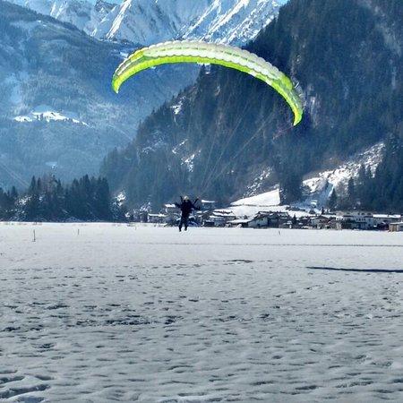 Mayrhofen, Austria: Erste Landung bei der Ausbildung bei der Zillertaler Flugschule. Tolles Team! Danke