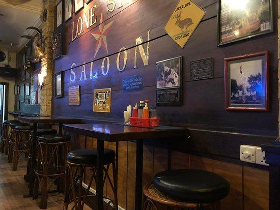 Lone Star Saloon: 店内の様子1