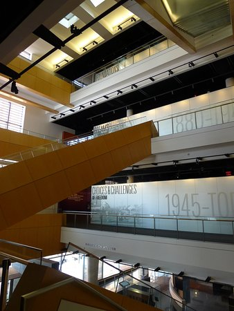 National Museum of American Jewish History : central atrium