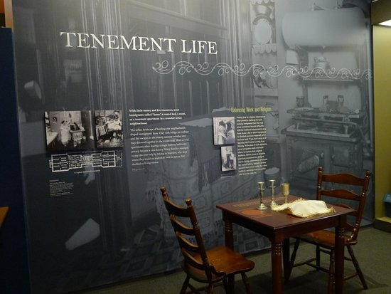 National Museum of American Jewish History : walk-through display