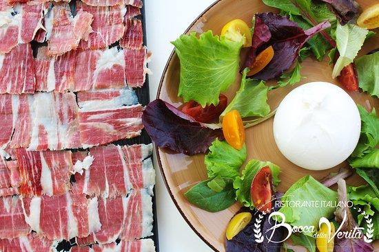 La Eliana, España: Tabla de bellota NEGRA y Mozzarella fresca
