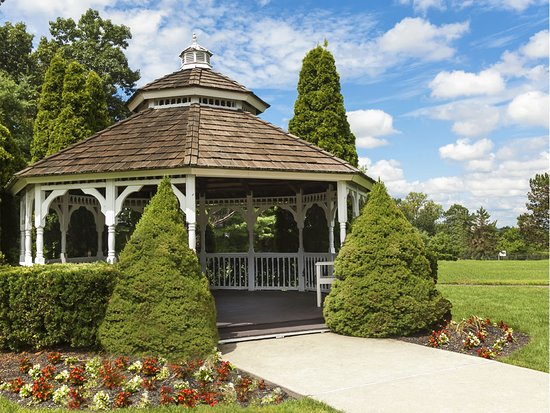 Woodcliff Lake, NJ: Charming Outdoor Gazebo