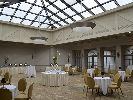 Woodcliff Lake, NJ: Sky-lit Solarium for receptions