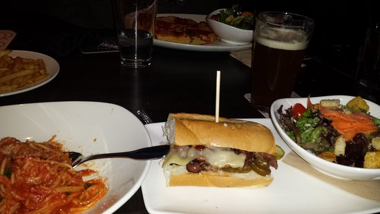 Yonkers, Estado de Nueva York: Salad and sandwich was perfect; Kid's pasta had a fishy taste to it
