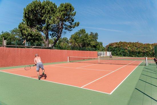 Terrain de tennis - Picture of Camping Club Le Littoral, Argeles-sur ...