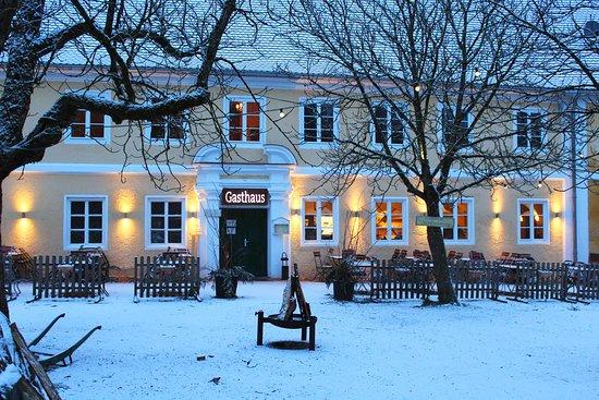 Bio-Gasthaus & Bio-Biergarten Schloss Blumenthal: Das Gasthaus im Winter