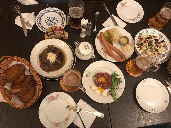 Hostinec u tunelu prague restaurant reviews phone for Bar food zizkov