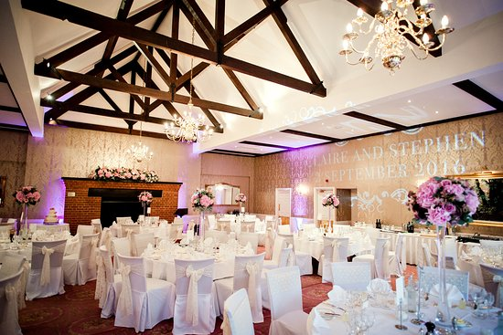 Rotherwick, UK: Chestnut Suite dressed for wedding reception