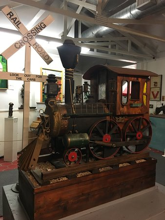 Ona, FL: Locomotive made entirely of items from junk yards
