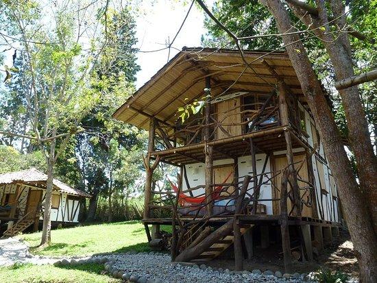 Cabaña De Dos Pisos Cocina Interna Balcon Y Terraza Dos