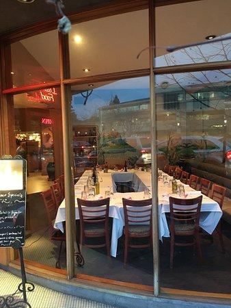 Menlo Park, كاليفورنيا: Front room - indoor dining 