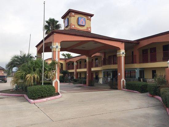 Motel 6 Tomball: exterior