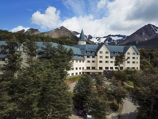 Las Hayas Ushuaia Resort: Vista del hotel y el Glaciar Martial