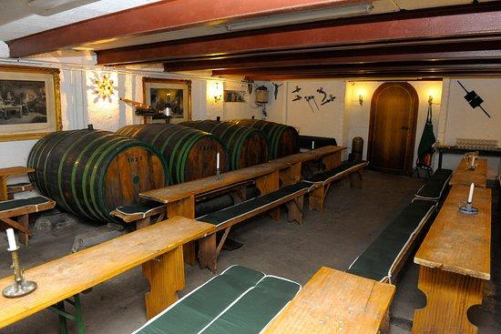 Bruttig-Fankel, Tyskland: Weinkeller