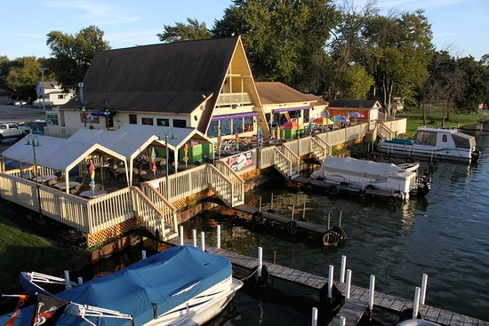 McHenry, IL: Vickie's Place Restaurant on the Fox River