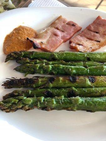 Palau-Saverdera, España: Espárragos a la brasa - Restaurant Can Carriot (Palau Saverdera-Girona)