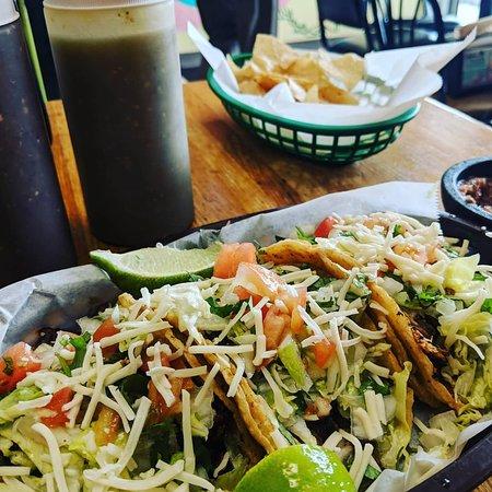 Mariachi's Tacos Photo