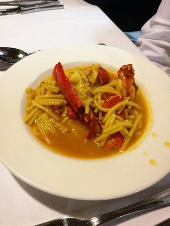 Ullastret, إسبانيا: Fideos con bogavante - Restaurant IBÈRIC (Ullastret)