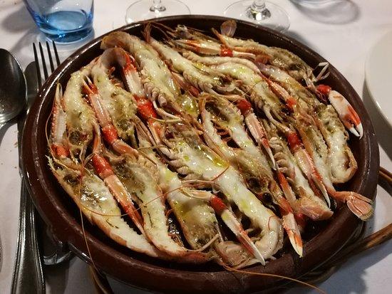 Ullastret, إسبانيا: Cigalas al horno - Restaurant IBÈRIC (Ullastret)