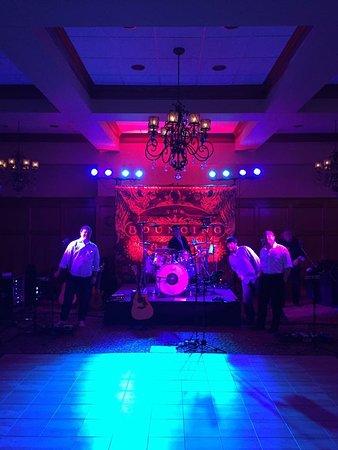 Columbus, MS: live band at wedding