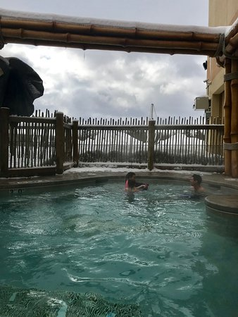 Outdoor Hot Tub In The Snow Picture Of Kalahari Resort Conventions Pocono Manor Tripadvisor