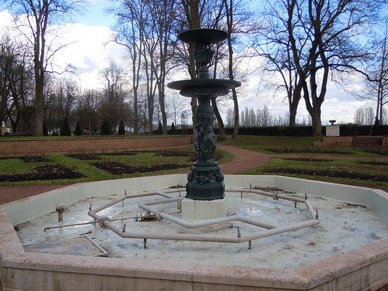 Thionville, فرنسا: La fontaine