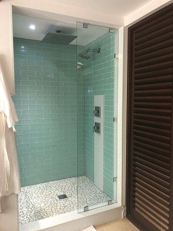 AHHHHMAZING Shower - Crystal Lagoon One Bedroom Butler Suite ...