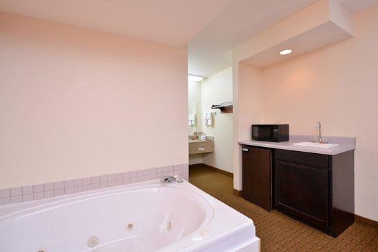 LaFayette, GA: jacuzzi bath tub
