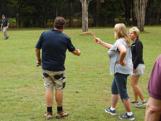 Southern Cross 4WD Tours: Boomerang Throwing Experience