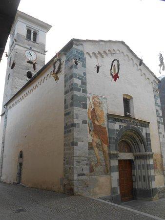 Casteldelfino, Italien: Esterno chiesa