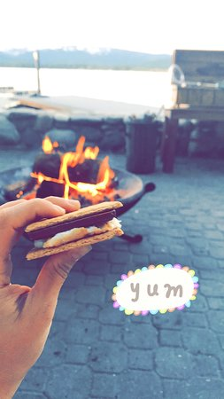 Shore Lodge: Smores every evening by the fire pit on the lake. YUM!