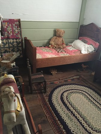 North Reading, MA: Child's room at Putnam House