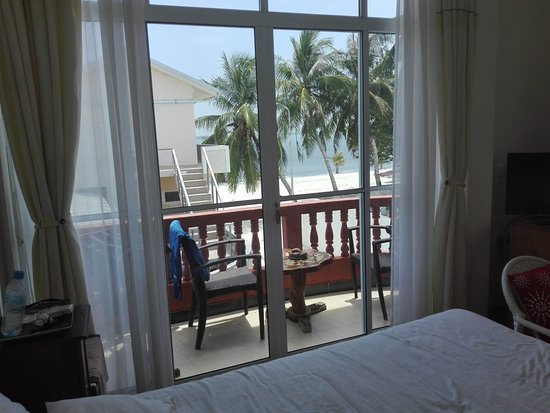 Sun Shine View: the room with nice view on the beach
