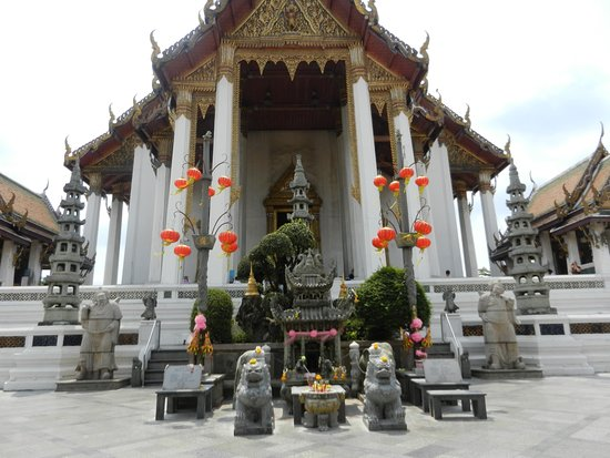 terrazze esterne - Picture of Wat Suthat, Bangkok - TripAdvisor