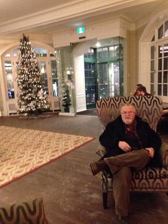 Christmas St. Andrews Nb Canada 2020 Sitting before the fire in the lobby with the Christmas tree in