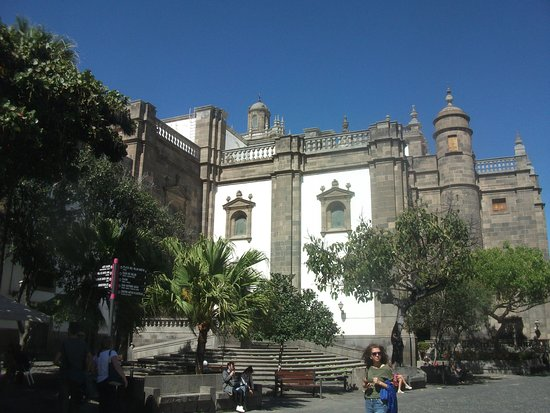 Plaza de Santa Ana: The east side of the cathedral