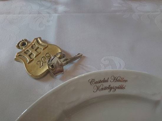 Haller Castle: Room key and plate