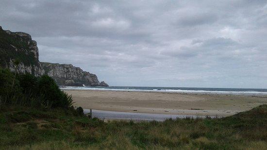 Otago Region, Neuseeland: Purakanui bay in the cloudy morning