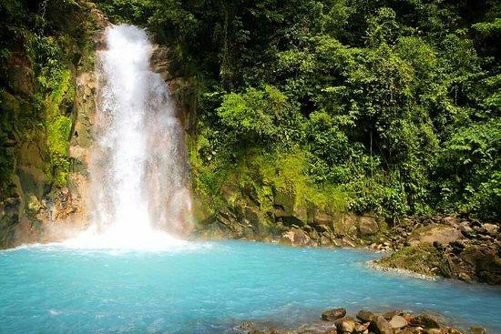 San Rafael de Guatuso, Costa Rica: Rest rustico frente a laberinto