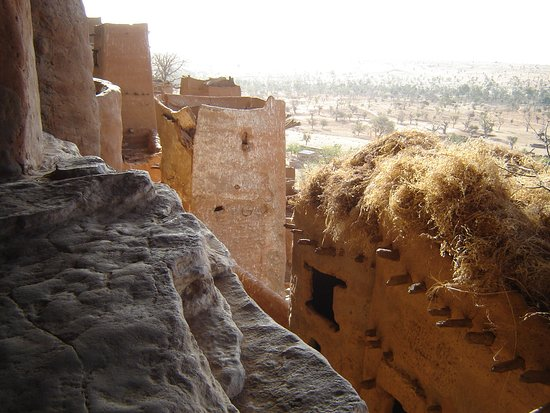 Segou, Malí: Dogon granaries above Teli